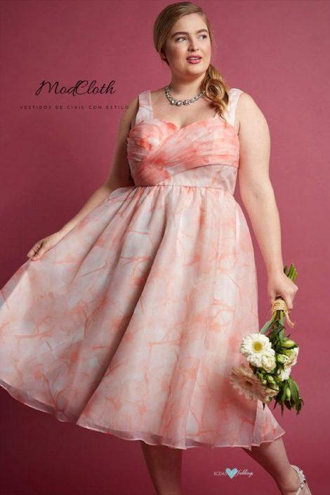 ¿Que opinas de los vestidos de civil para novias gorditas con motivos florales? Románticos, ¿no?