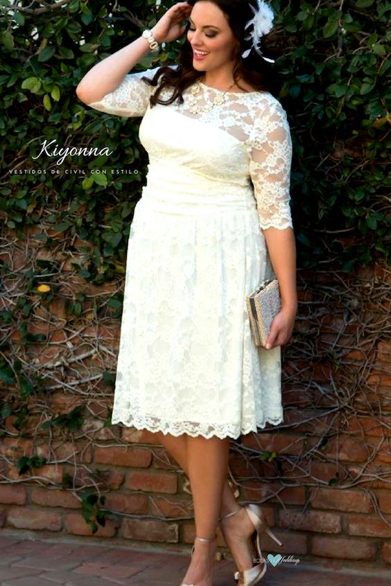Los vestidos de civil para novias gorditas de Kiyonna Plus Size Clothing realzan tu figura. Vestido Aurora.