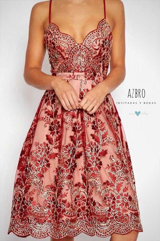 Los vestidos en línea A les quedan super bien a la mayoría de las mujeres. De Azbro.