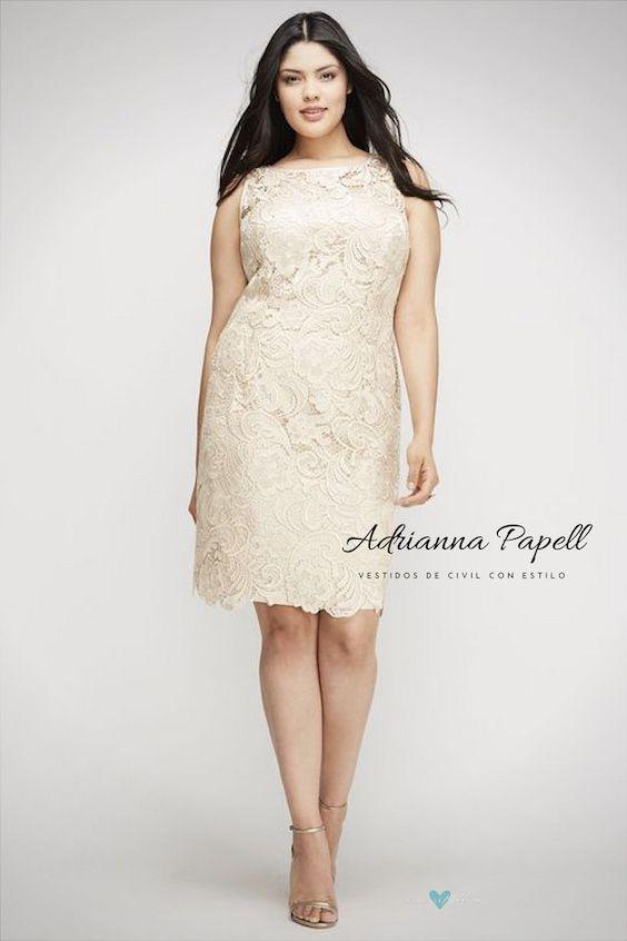 La diseñadora Adrianna Papell ofrece unas creaciones femeninas y delicadas para las novias mas rellenitas.