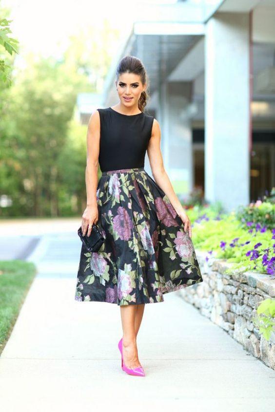 Vestirse de negro para una boda no es apropiado pero combínalo con un poco de color y ¡Va va voom!