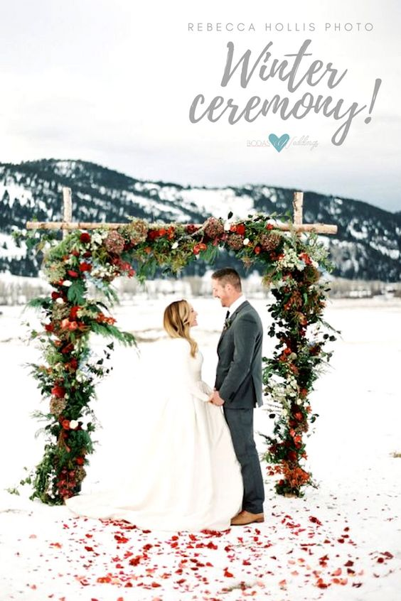 Beautiful wintery wedding ceremony. Don't be afraid to bring in the horse and buggy. Photography: Rebecca Hollis.
