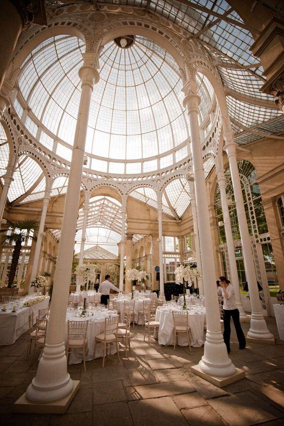Syon Park es uno de los espacios para bodas mas lindos de Inglaterra. Fotografía: Allister Freeman - Isabel Maria Photography.