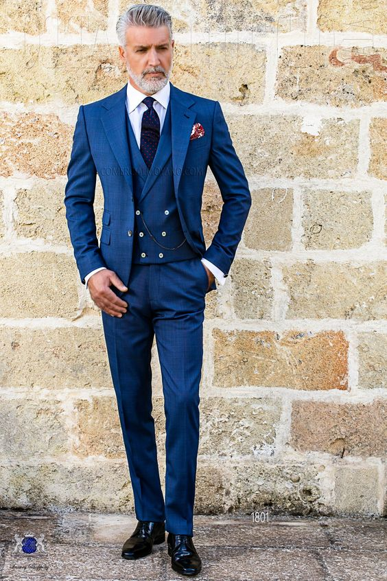 Perfectly fitted blue wedding suit with ticket pocket and double vent from the Ottavio Nuccio Gala collection.