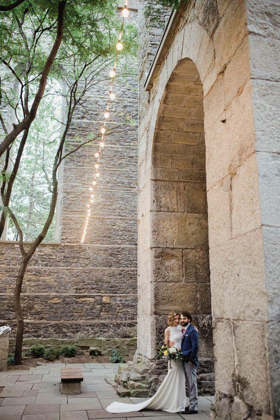 Inspo de boda elegante y moderna en el Arbor Loft. Foto: Alixann Loosle Photography.