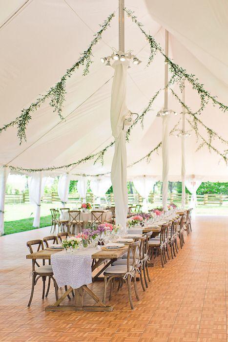 Como elegir donde casarse: si el presupuesto es ajustado, ¿que tal una boda en el jardín? Zingerman's Cornman Farms en Michigan.