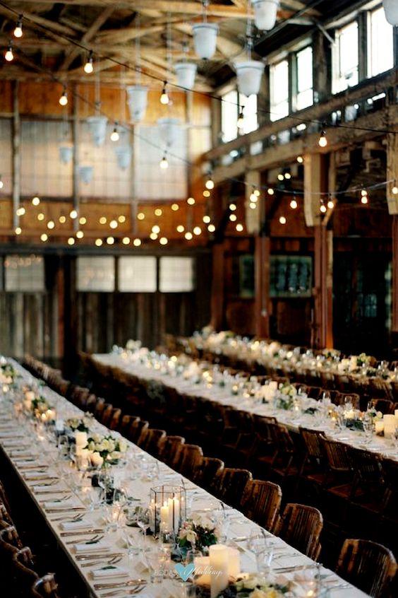 Entre boda en jardín, rústica e industrial, esta recepción en Sodo Park, Seattle, se destaca por servir la comida estilo familiar. Bryce Covey Photography.