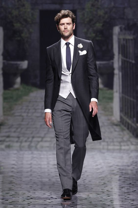 Classy formal and extremely dapper wedding suit for grooms.