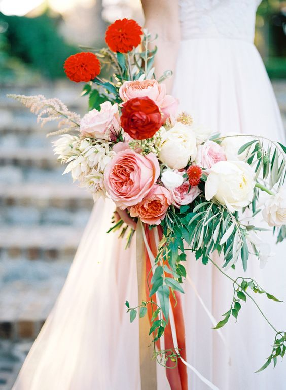 Un combo de colores espectacular: rojo escarlata o grenadine, rosa palo y verde bosque.