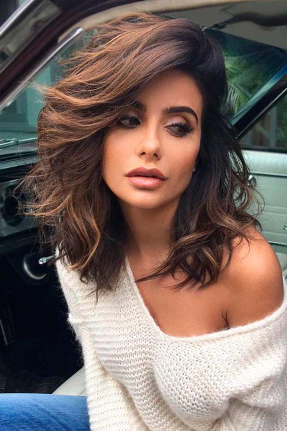 ¿Quieres un look super-cool? Echa un vistazo a este corte bob para pelo largo para un look a la moda que no comprometerá su longitud.