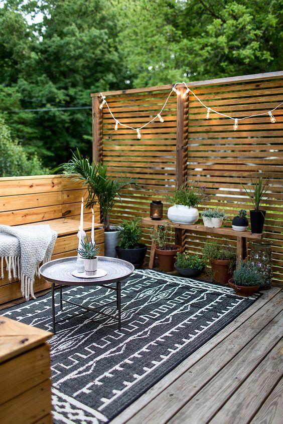 Los espacios al aire libre están muy de moda. Descubre como elegir donde casarse.