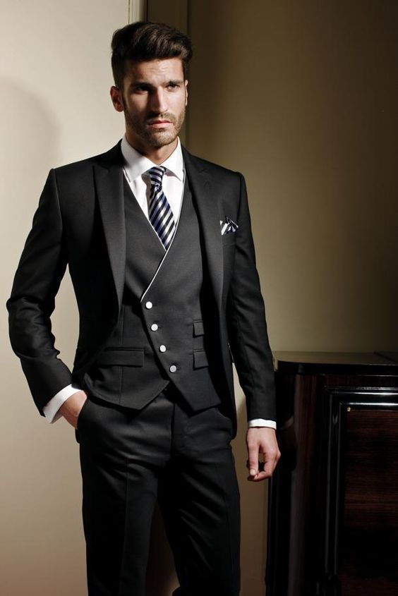 Rami Salamoun groomwear with slim fit in black and a single pocket.