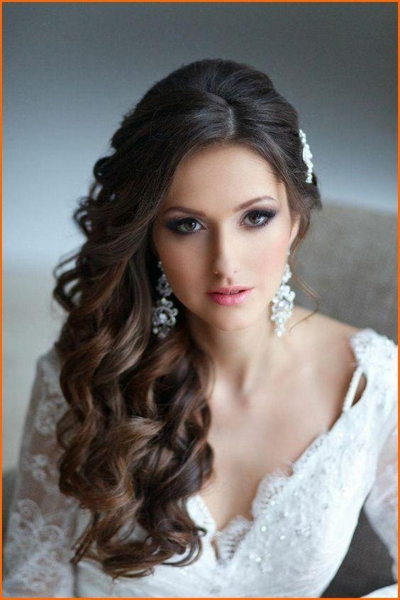 Ideas de estilos de peinados de novia de rostro redondo o peinados que afinan la cara.