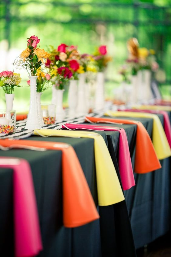 Navy blue is so versatile we can use colorblocking for a fresh and modern look with fuchsia, yellows and oranges. Oldani Photography.