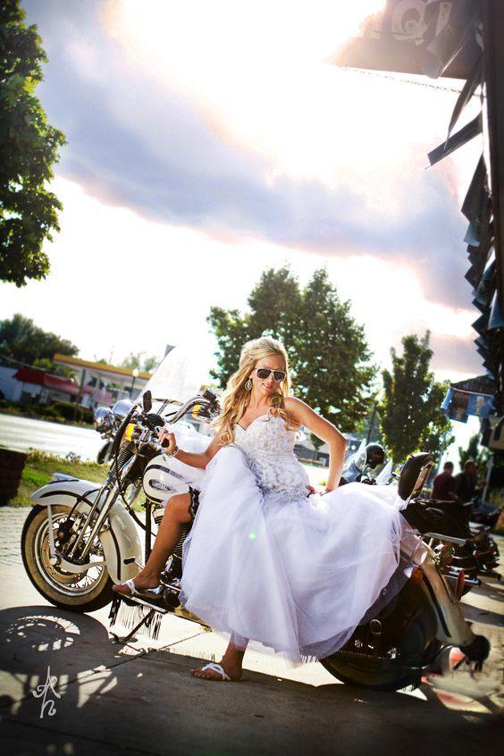 Novia biker. Amber Henry Photography.