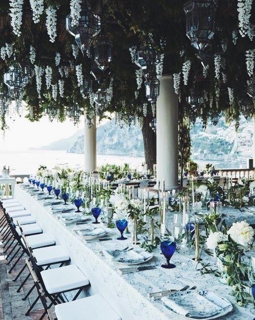 Una boda en Positano, Italia, que incorpora los colores de su entorno con un poco mas de intensidad.