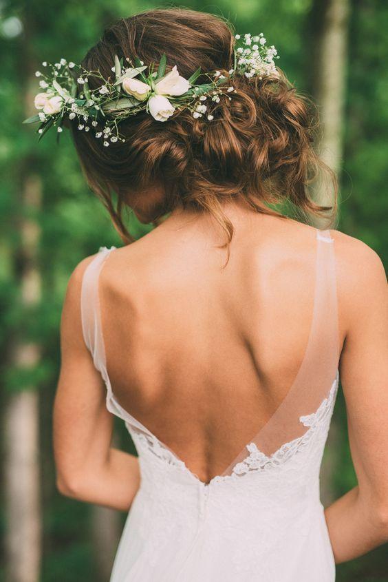 Una boda en un bosque en Tennessee no estaría completa sin una corona de flores. Foto: Thelma Gels.