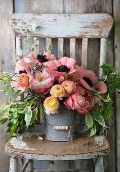 Rosa, naranja, verde y gris con toques de negro. Inspiración perfecta para los colores de una boda.