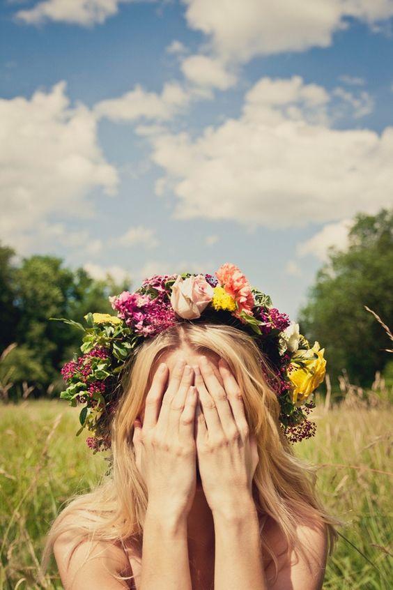 Una celebración de la naturaleza. Descubre como hacer una corona de flores.