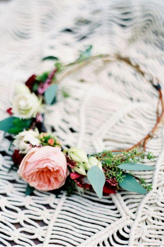 Corona parcial con rosas.