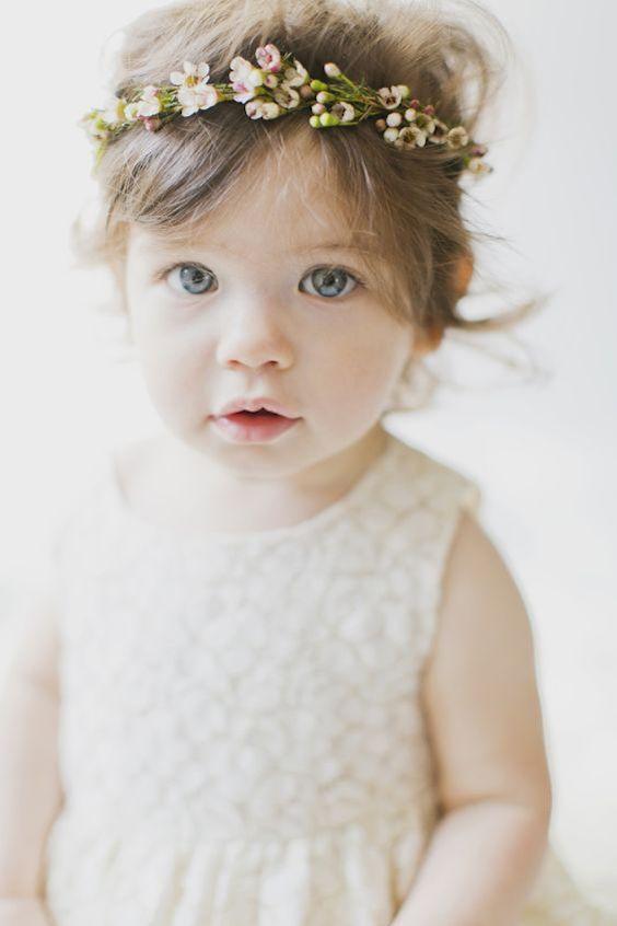 Imagina a tu damita con una corona de flores. Fotógrafa de bebés: Vicky Starz Photography Toronto.