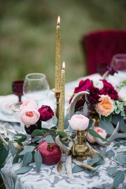 El durazno aparece en forma inesperada en esta decoración de mesa.