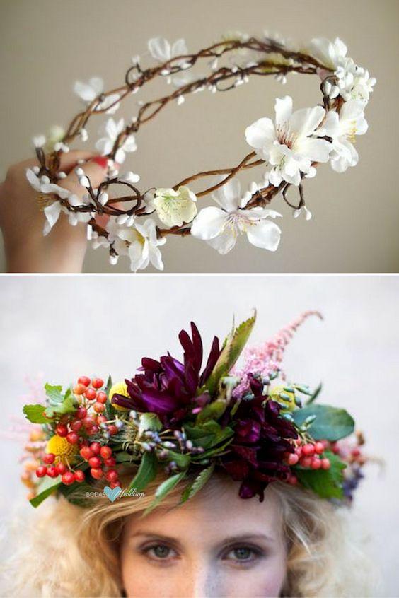 Dos estilos de coronas de flores diferentes pero ambos con encanto. Corona de flores hecha a mano con flores de cerezo.