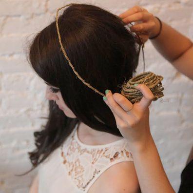 Como hacer una corona de flores: comienza midiendo el diámetro de la cabeza.