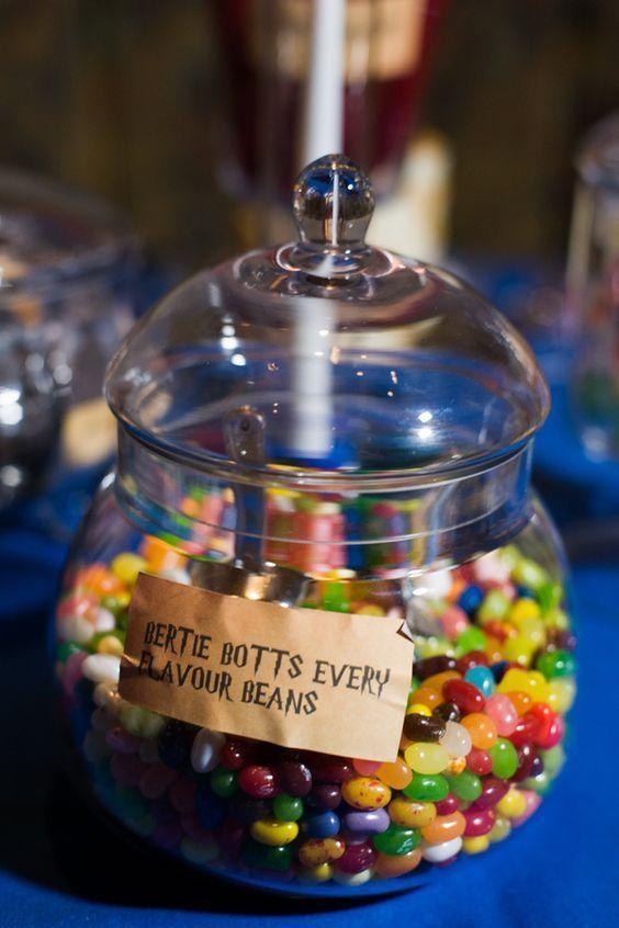 Incorpora un poco de magia a la mesa de los chicos en tu boda. inspirada en Harry Potter.