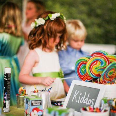 Entretén a los mas pequeños con un área VIP para ellos. Foto: Matthew Morgan and Jesi Haack.