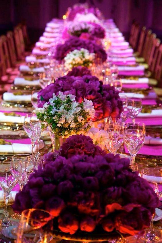 Tonalidades en morado, violeta y lila combinado con blanco.