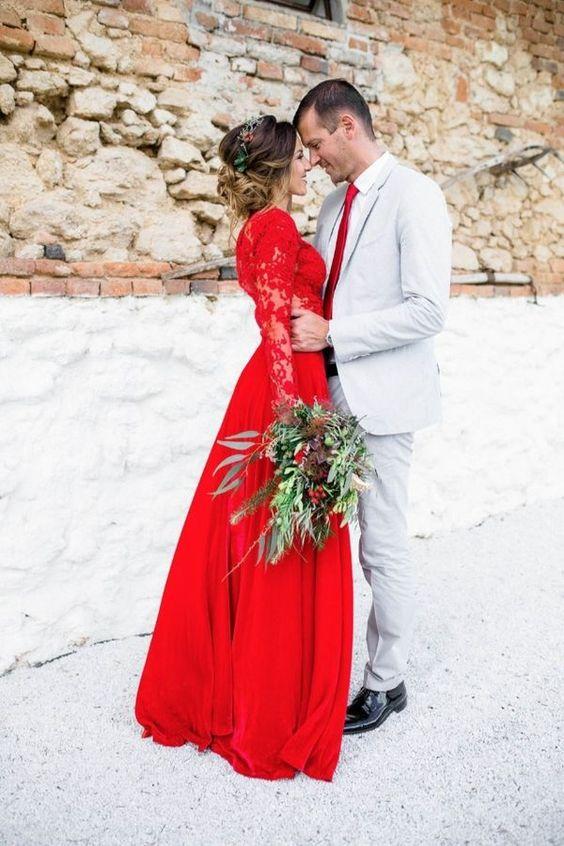 Cherry Tomato o Rojo Tomate, el color de la pasión, es perfecto para novias osadas.