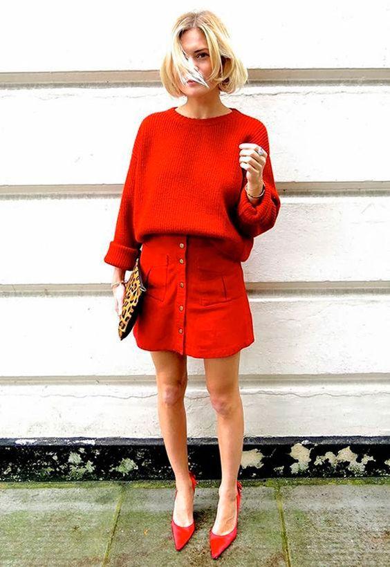 Un atuendo en rojo tomate total! Colores para bodas 2018.