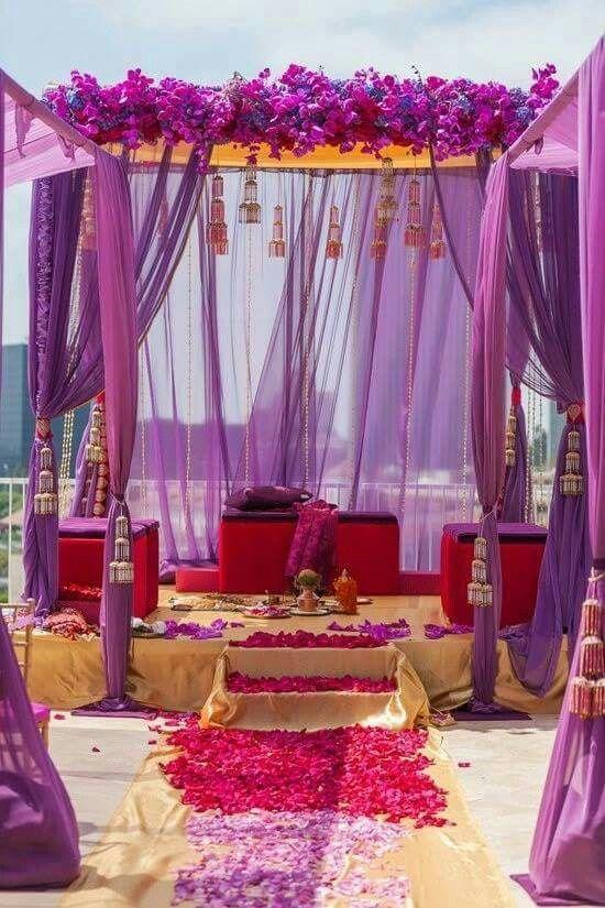 El Spring Crocus suma color a la decoración de una boda en la playa.