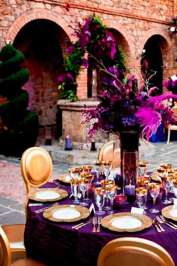 Ultra violeta y spring crocus mezclado con verde ladrillo y dorado. Sasha Souza Events, Napa Valley.
