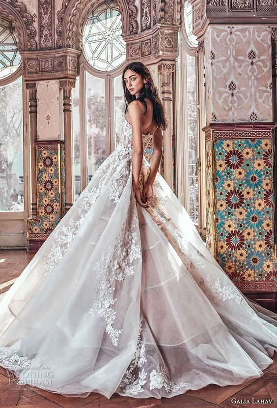 Galia Lahav strapless sweetheart neckline bridal ball gown 2018. Reminiscing of a Victorian princess. Pick a short necklace and bracelet and seriously show it off!