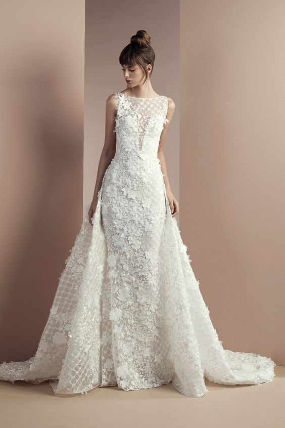 Tony Ward Bridal 2018. Desert Flower. Off white lace dress with bateau neckline.