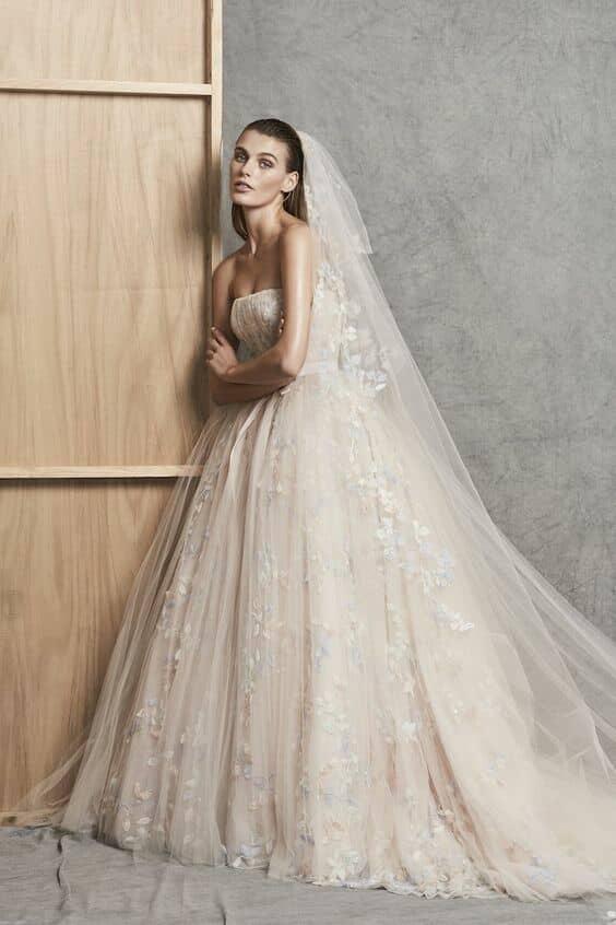 El casamiento de lo ultra romántico con lo moderno se refleja en la colección de Zuahir Murad 2018. Cortesía Zuahir Murad.