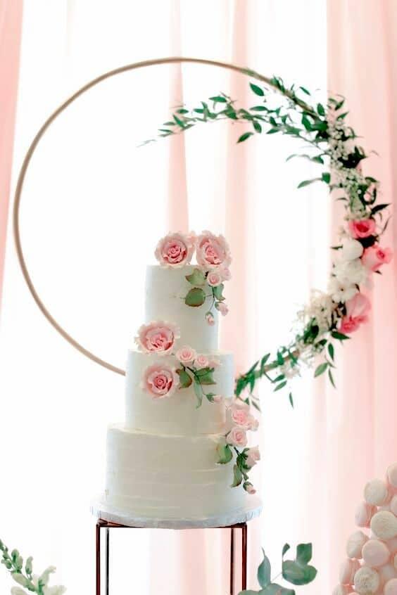 Todo lo que incorpore al bosque en tu casamiento de forma ultra romántica pisa fuerte en las bodas 2018. Foto Emblaze.