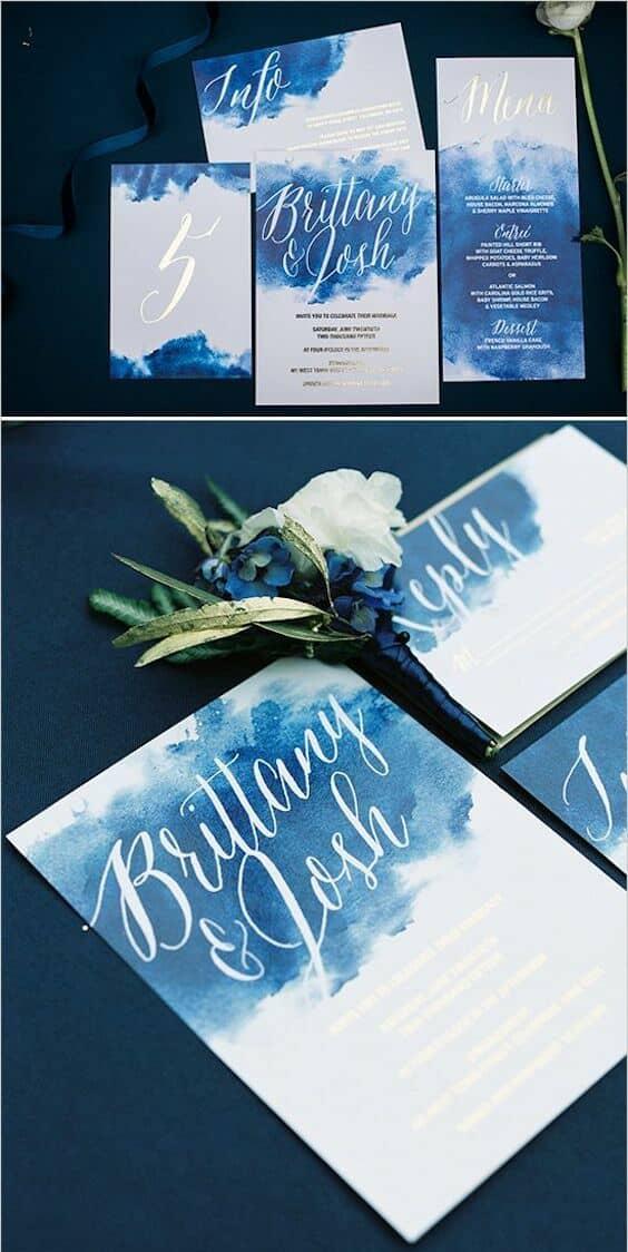Mezcla acuarelas, colores oscuros y caligrafía para una invitación super cool.