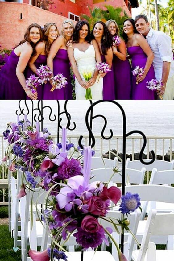 Damas de honor en ultra violeta y caballero de honor en rosa lavanda. Arreglos florales flanqueando el pasillo de la ceremonia.