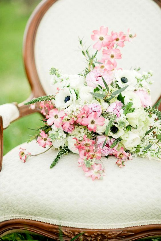 Dogwood flowers perfect for a vintage look.