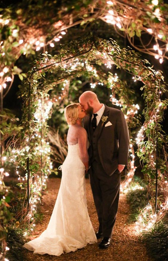 Christmas wedding ideas decor with the right touch of holiday cheer festive christmas wedding ideas string lights are your budget friendly friends junglespirit Image collections