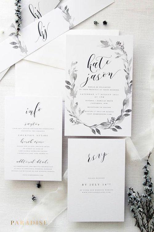Las guirnaldas de flores no solo lucen en las bodas sino en sus invitaciones. Sobrias y delicadas con caligrafía original y personalizada.