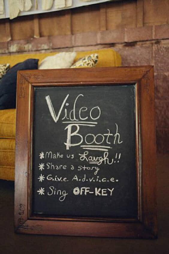 Lo último en bodas 2018 son los momentos interactivos. Deja que tus invitados sean parte de la acción con un video booth.