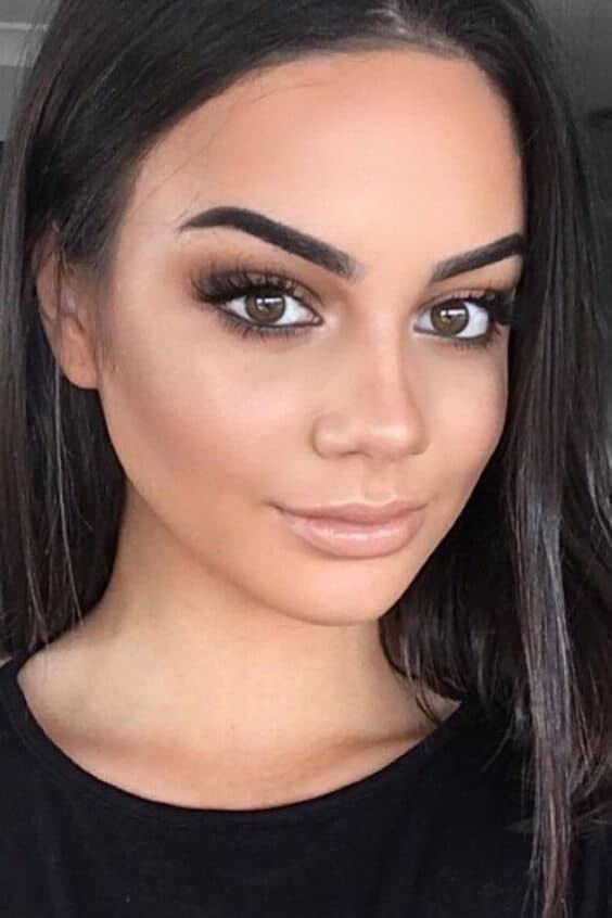 Resalta tu belleza natural con un maquillaje sencillo pero no por eso aburrido.