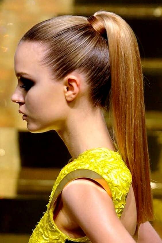 Para lucir un ponytail asi de liso tu pelo debe estar super sano. Estas mascarillas para cabello seco te ayudarán a lograrlo. De lcravenaturales.