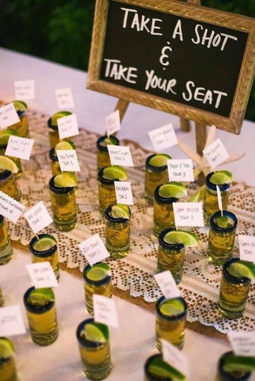 La llegada a cualquier evento siempre es estresante. Suma unos mini shots de tequila y haz el momento interactivo y divertido. #Tequila #Shooters #Weddings