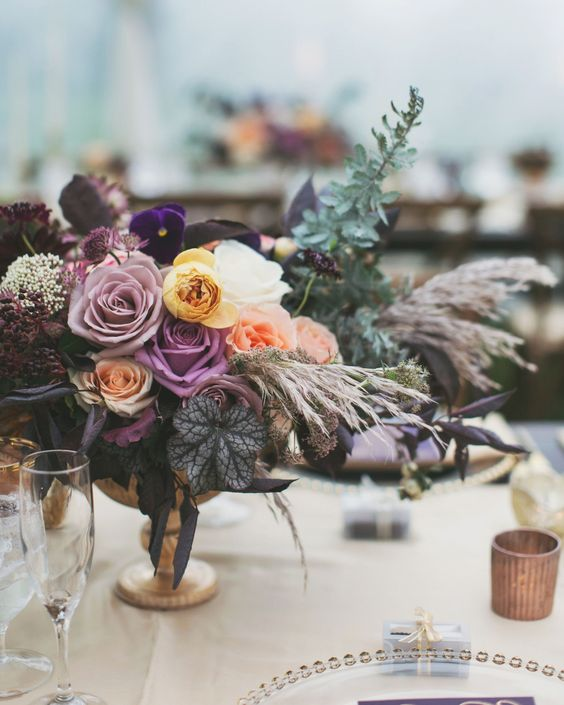 Dark and moody flower arrangements featuring the color of the year, ultra violet, the big trend for 2018. Photo: alixannloosle photography.