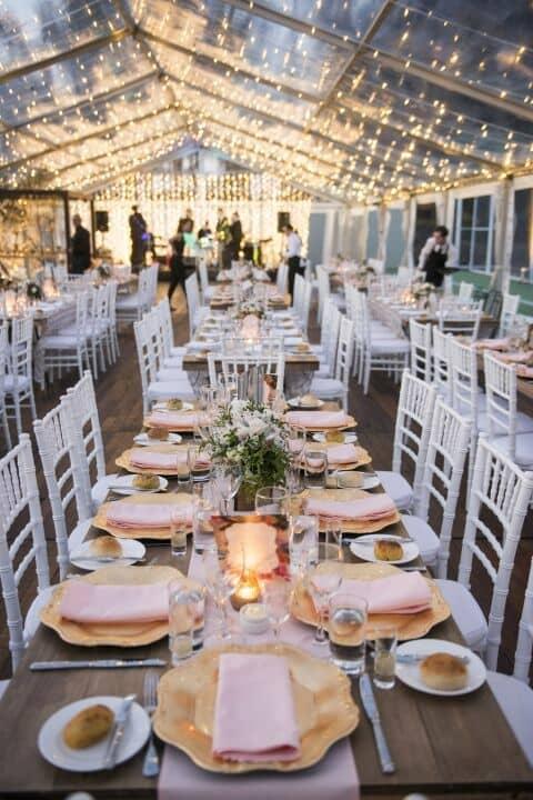 Lujo y un cielo estrellado con carpas transparentes. Nuevas tendencias en bodas 2018.